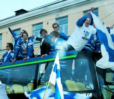 Vuoden 2011 maailmanmestaruus sekoitti koko Suomen. Helsingissä kultaleijonia oli vastassa yli satatuhatta ihmistä.