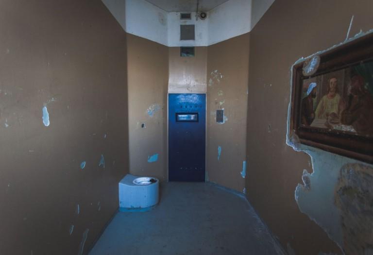 Vankimielisairaalassa oli nollatoleranssi uhkauksien ja väkivallan suhteen. Rangaistuksena toimi välitön siirto eristysselliin.